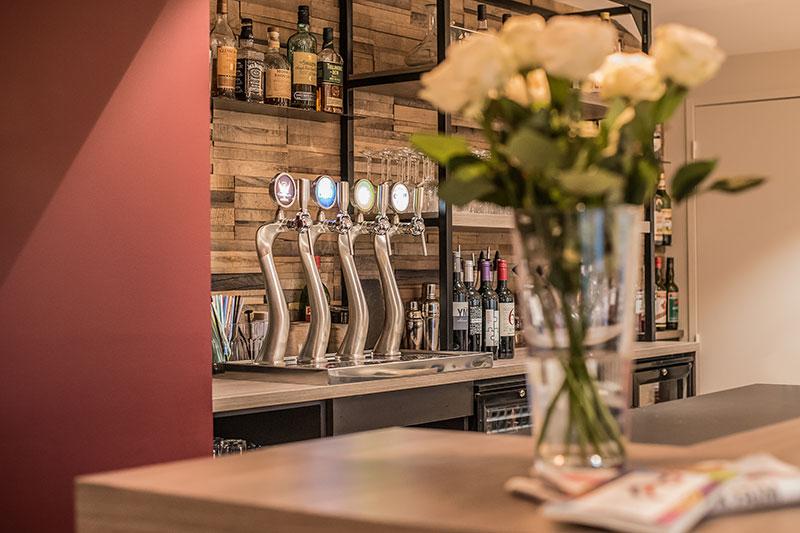Restaurant-Pizzeria-Bar à vins Le Patio à Landivisiau (entre Morlaix et Brest), comptoir bar à vins